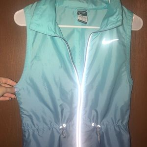 Nike light weight wind breaker vest